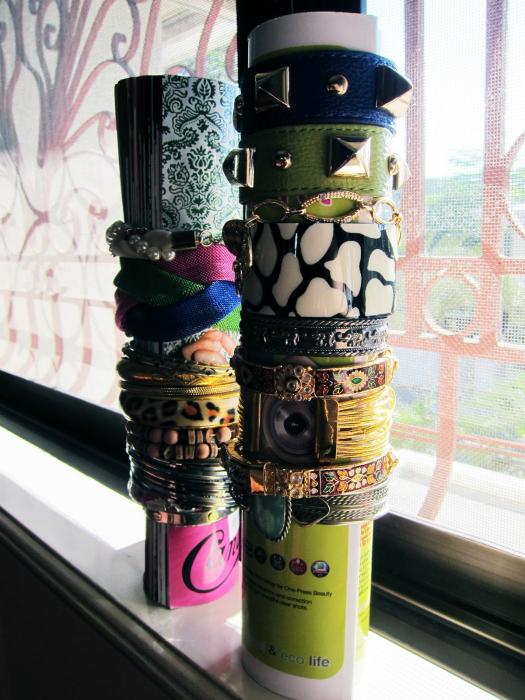 Подставка для браслетов.