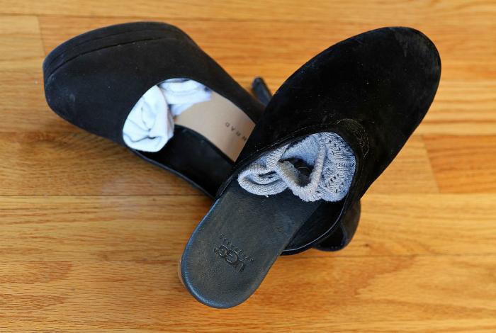 Носки и обувь.