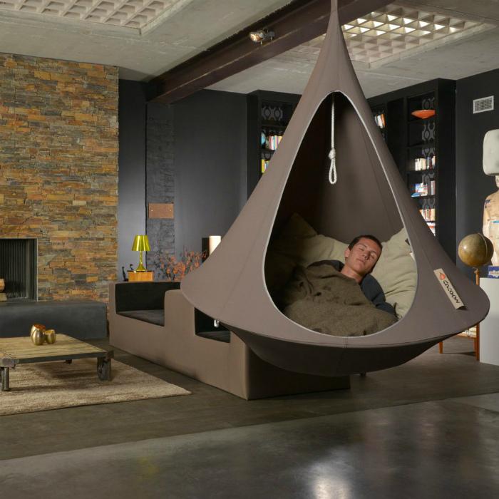 Подвесное кресло-гамак. | Фото: Twitter.