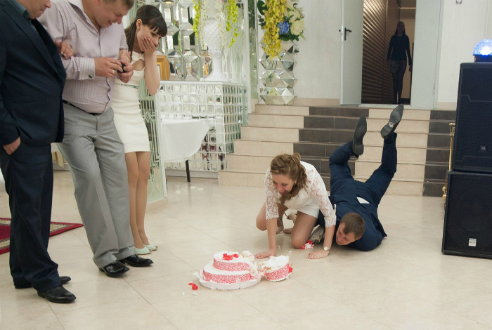 Крушение свадебного торта.