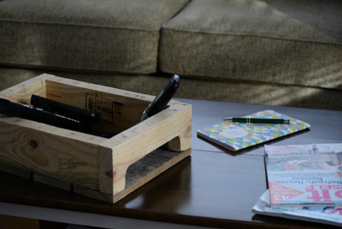 Деревянная корзинка для мелочей.