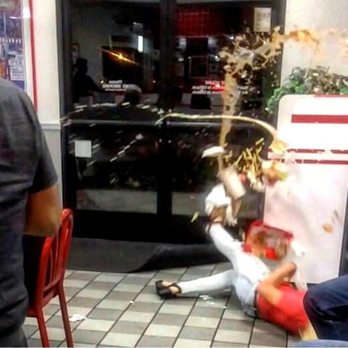 Несчастный случай в Макдональдсе. | Фото: Klevo.Net.