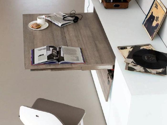 Выдвижной стол-полочка. | Фото: Archiproducts.