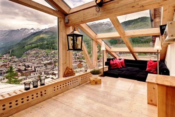 Балкон с панорамной крышей.