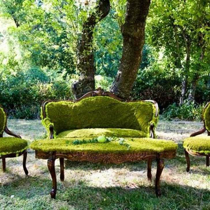 «Зеленая» мебель в саду.
