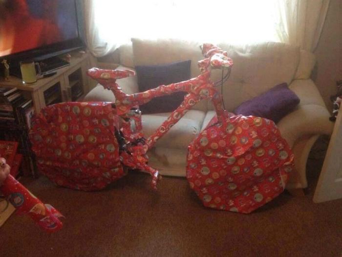 Мастер упаковки подарков.