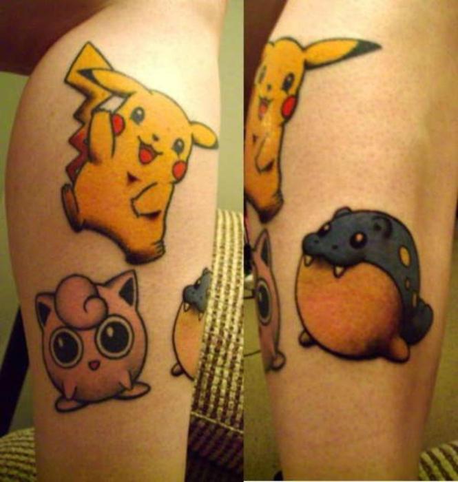 Fotos cómicas Pokemon en su hombro.