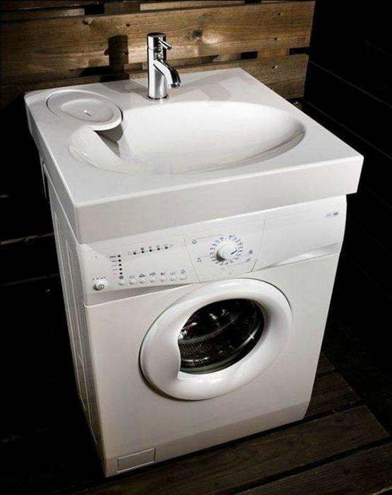 Раковина на стиральной машине.