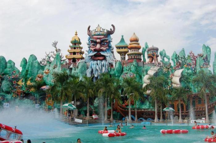 Тематический и религиозный парк, где помимо аттракционов, каруселей, мини зоопарка, крокодиловой фермы, 4D кинотеатра, аквапарка и других объектов развлечений еще и множество религиозных и исторических скульптур, действующих храмов и пагод.