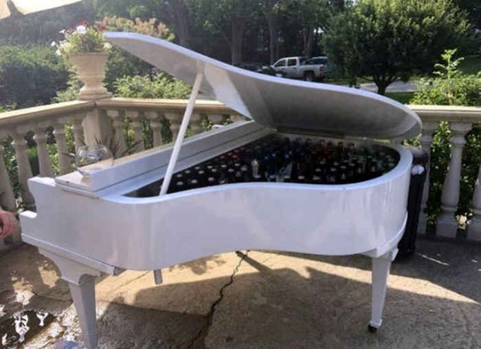 Альтернативный способ использования рояля. | Фото: Taringa!