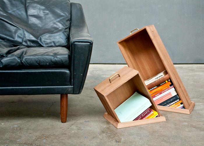 «Исчезающие» книжные полки. | Фото: oxot.