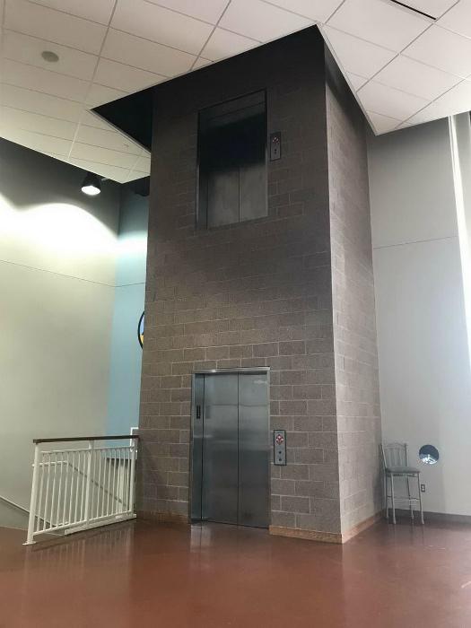 Лифт к самому потолку. | Фото: SuperCoolPics.