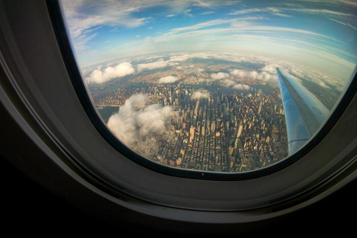 Вид Нью-Йорка из окна самолета. Фотограф: Линь Нгуен.