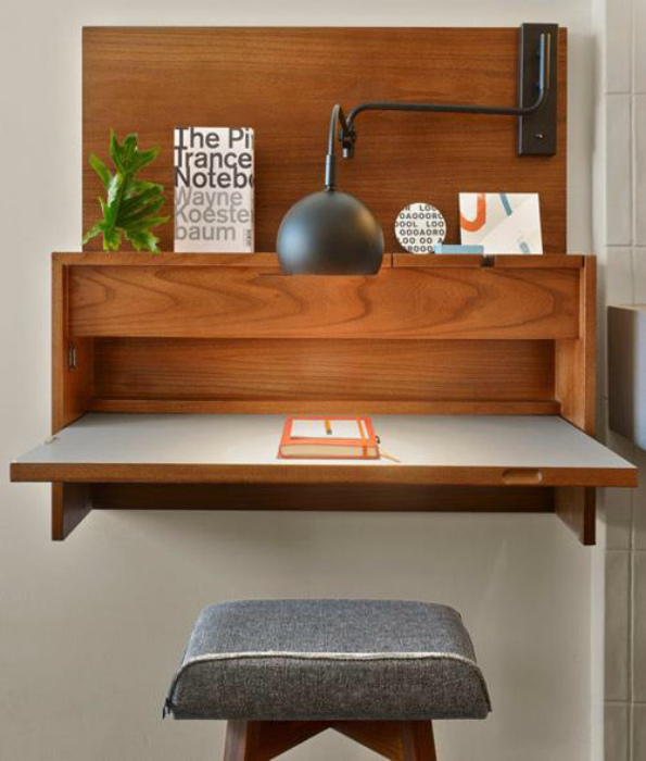 Небольшой столик-шкафчик. | Фото: Colors.life.
