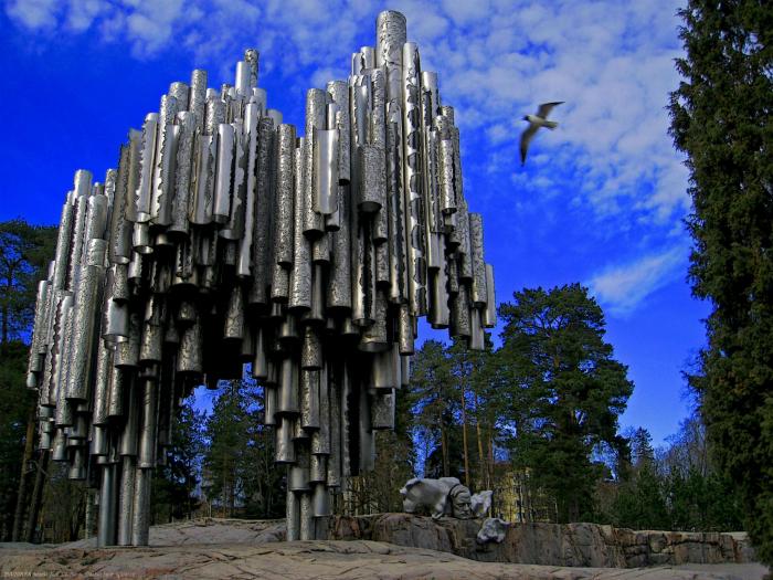 Конструкция из нескольких сотен медных труб, сделанных в честь композитора Суоми Яну Сибелиус.