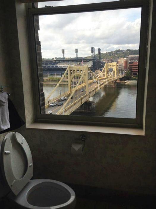 Туалет отеля в Питтсбурге.