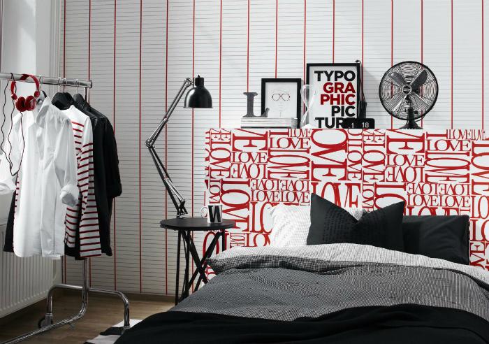 Изголовье с яркими надписями для спальни в стиле модерн.