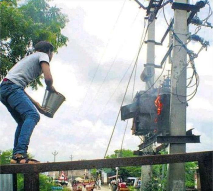 Кажется, этот парень не знает, что он делает... | Фото: Picdeer.