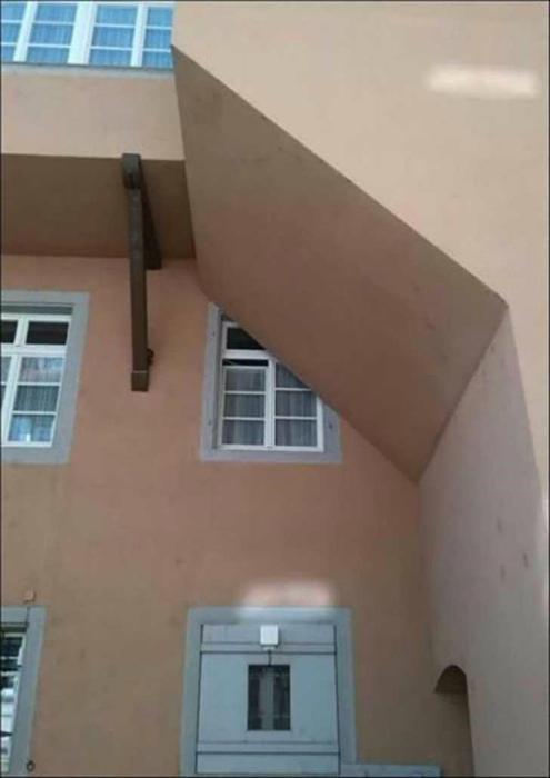 Странное окно.