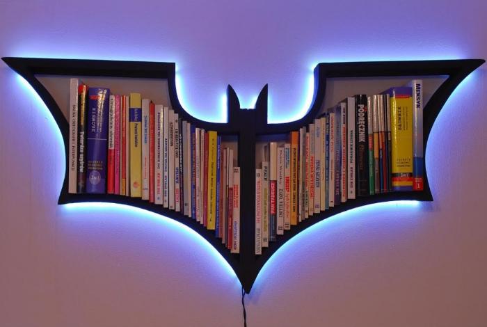 Полка «Бэтмен». | Фото: Imgur.
