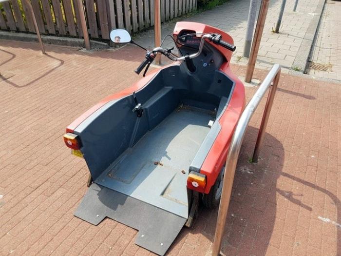 Скутер для инвалидной коляски.