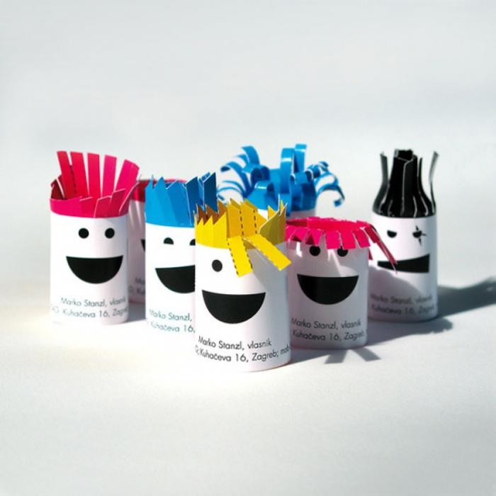 Забавные визитки с разноцветными «прическами».