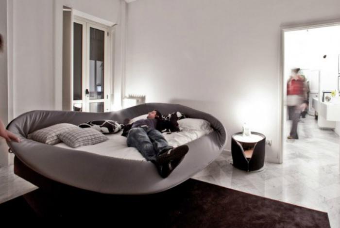 Кровать с гибкими бортиками.