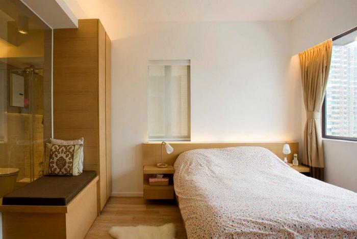 Классическая спальня в теплых тонах.