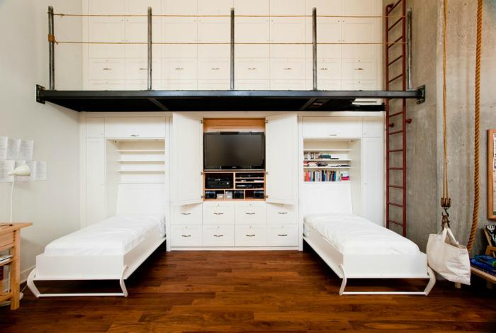 Встроенные кровати в интерьере квартиры в стиле лофт.