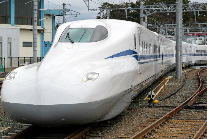 Скоростной поезд-пуля. | Фото: Playtech.ro.