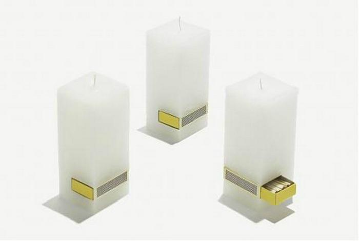 Свеча со встроенным спичечным коробком.