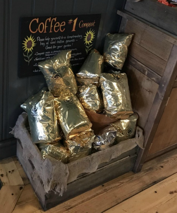 Бесплатные удобрения в кофейне.