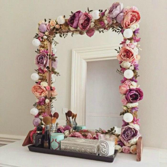 Цветочный декор рамы для зеркала.