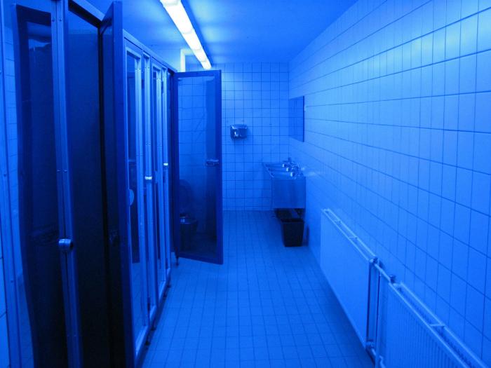 Уникальный свет в туалете. | Фото: Reddit.