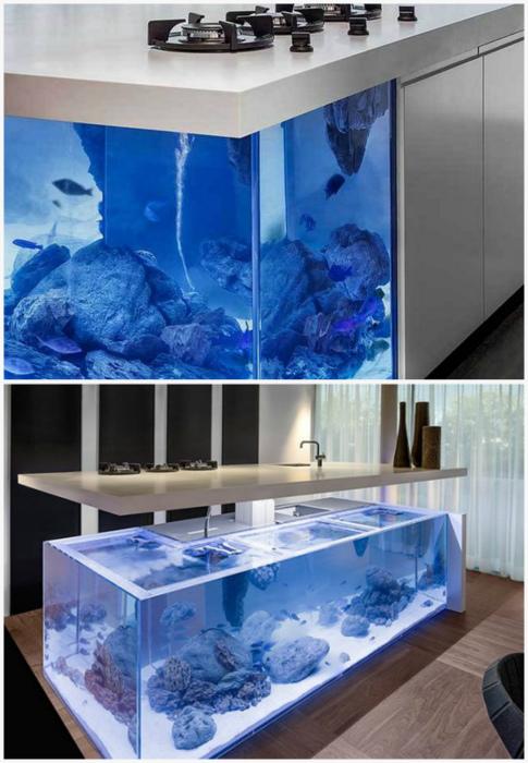Кухонный островок со встроенным аквариумом.