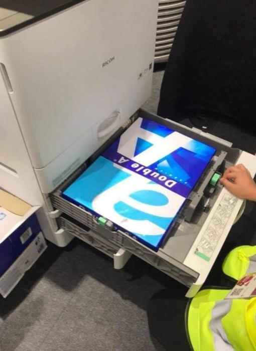 Кажется, кто-то не в курсе нюансов работы с принтером. | Фото: Spoki.
