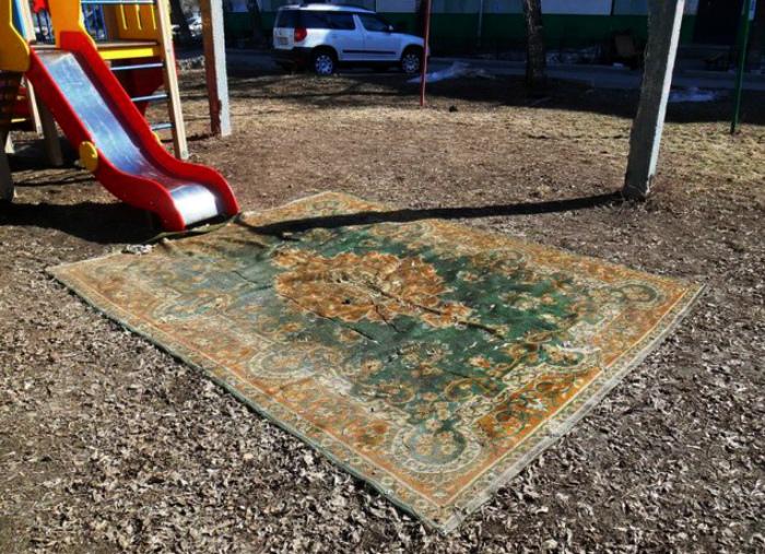 Новый атрибут детской площадки.