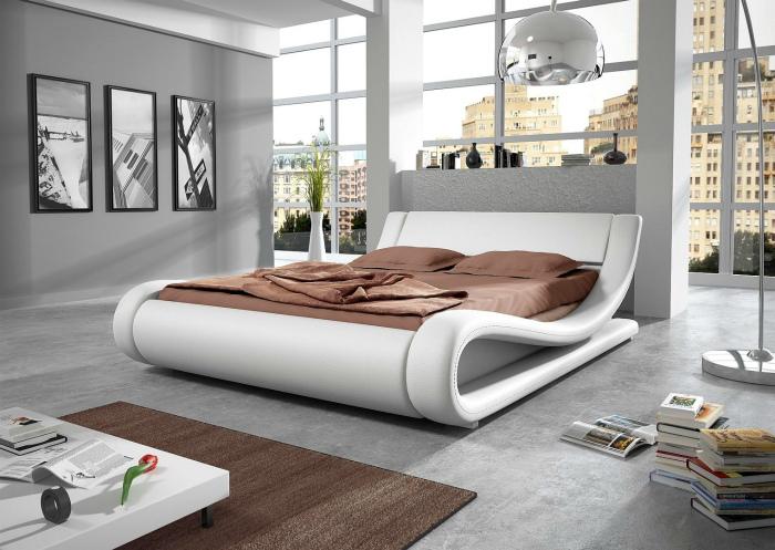 Элегантная белая кровать с волнистой конструкцией.