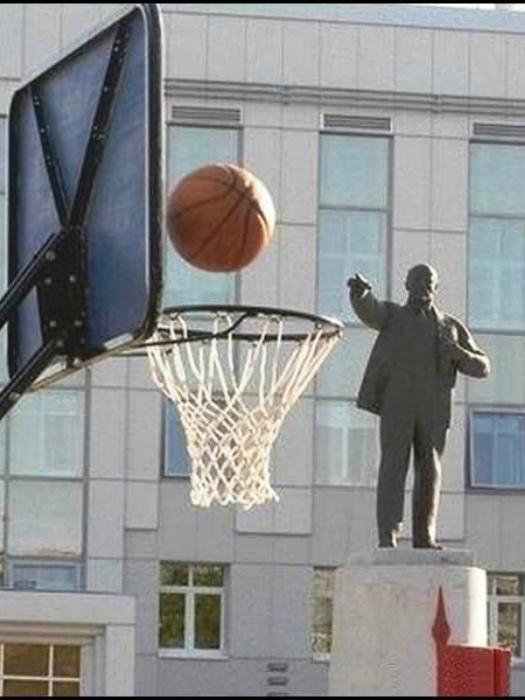 Владимир Ильич иногда не прочь поиграть в баскетбол.