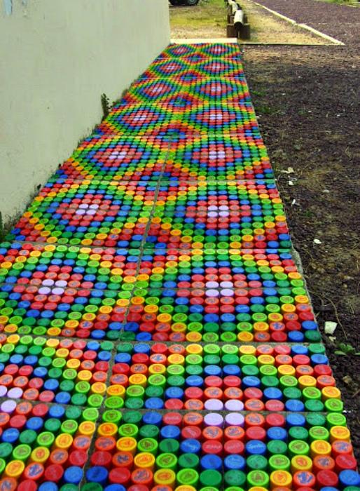 Мозаика из крышечек. | Фото: Pinterest.