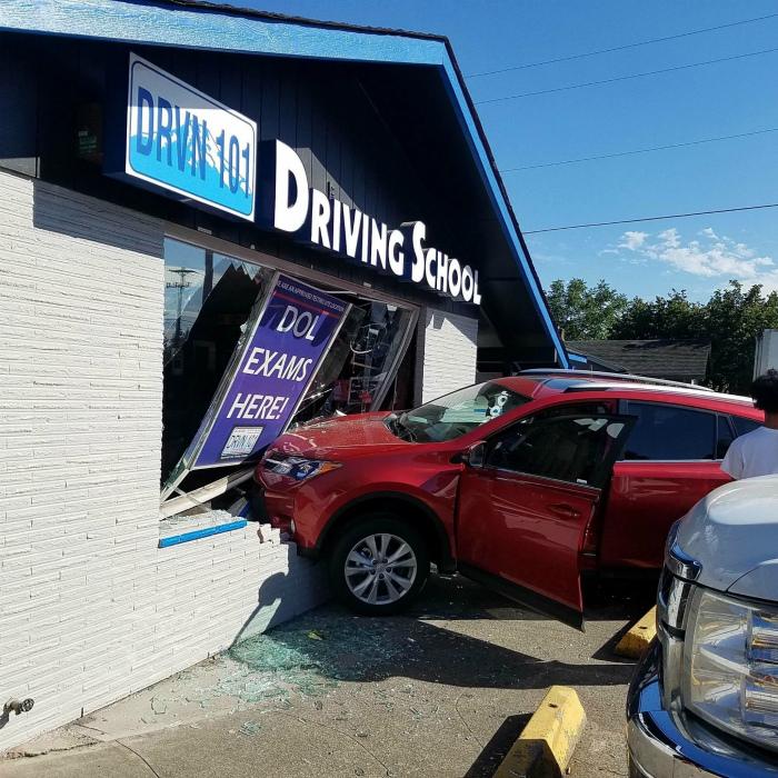 Что-то пошло не так в школе вождения. | Фото: ruwimgt.pw.