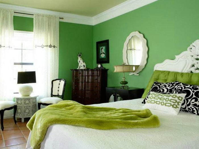 Спальня в зеленых тонах.