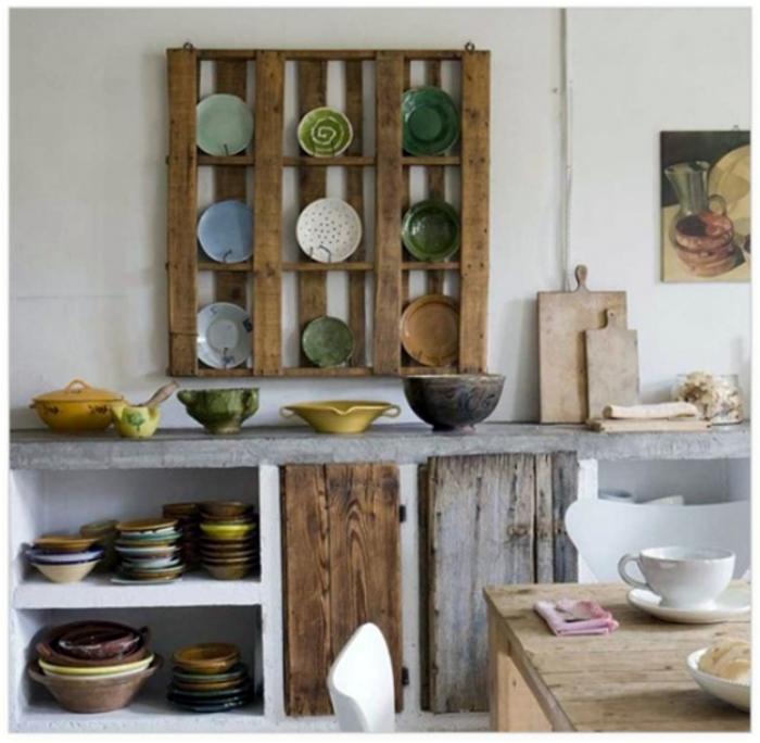 Креативный стеллаж для посуды.