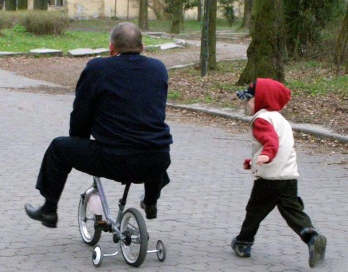 Катание на велосипеде.
