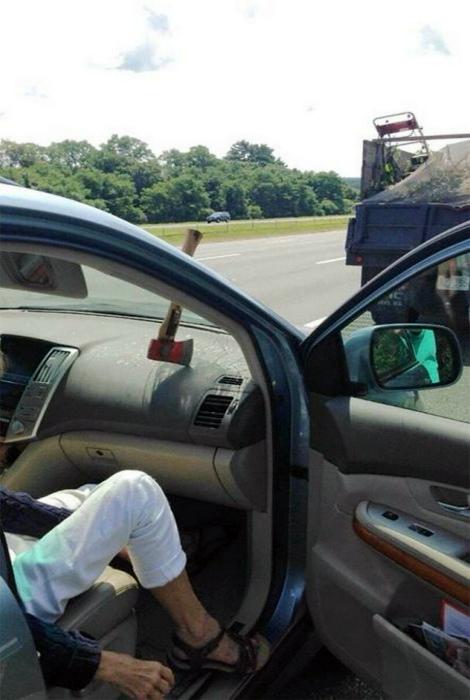 Novate.ru готов заявить, что пассажир машины родился в бронежилете.