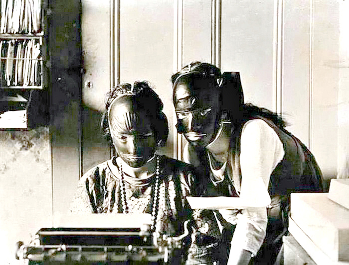 Каучуковые маски для лица.