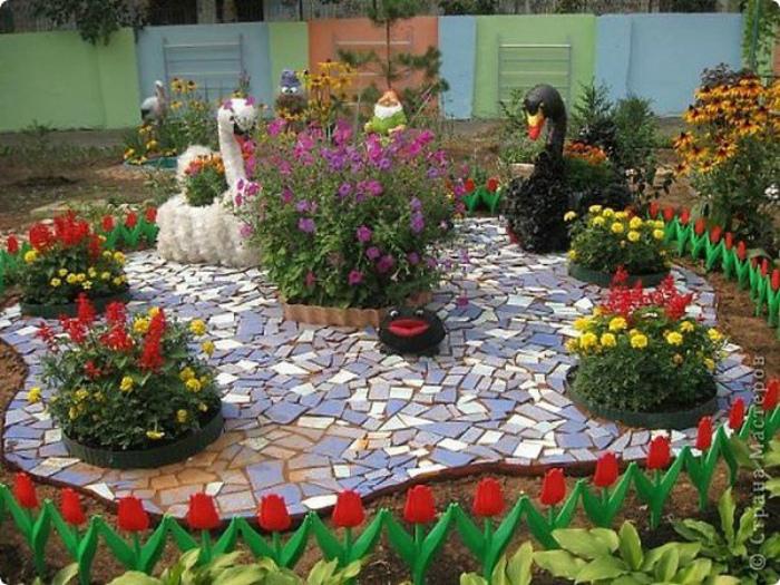 Декоративная площадка в центре сада. | Фото: Поделки.