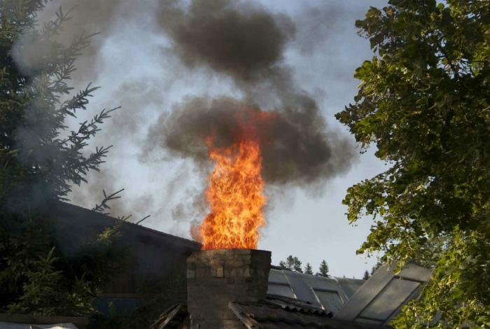 Пожар из дымохода.
