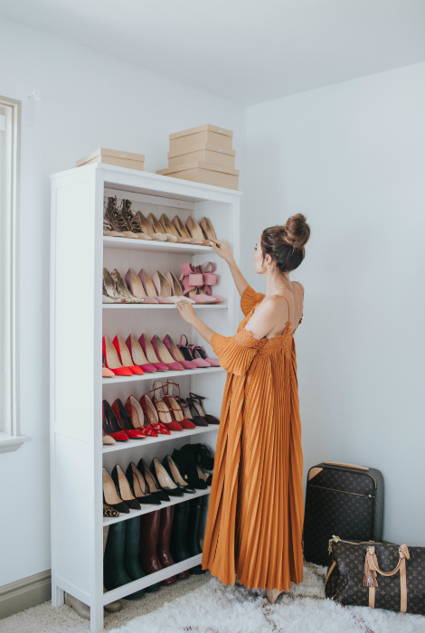 Классический открытый шкаф для обуви.