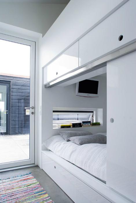 Стильная встроенная кровать.